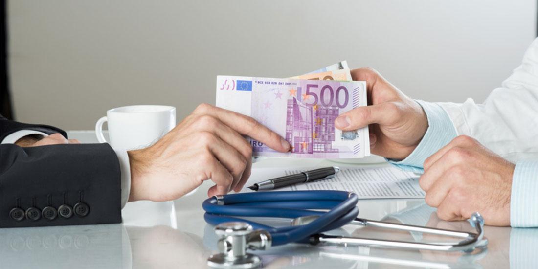 Επίθεση του Ρουβίκωνα σε χειρουργό που κατηγορείται ότι πήρε «φακελάκι» από καρκινοπαθή ασθενή