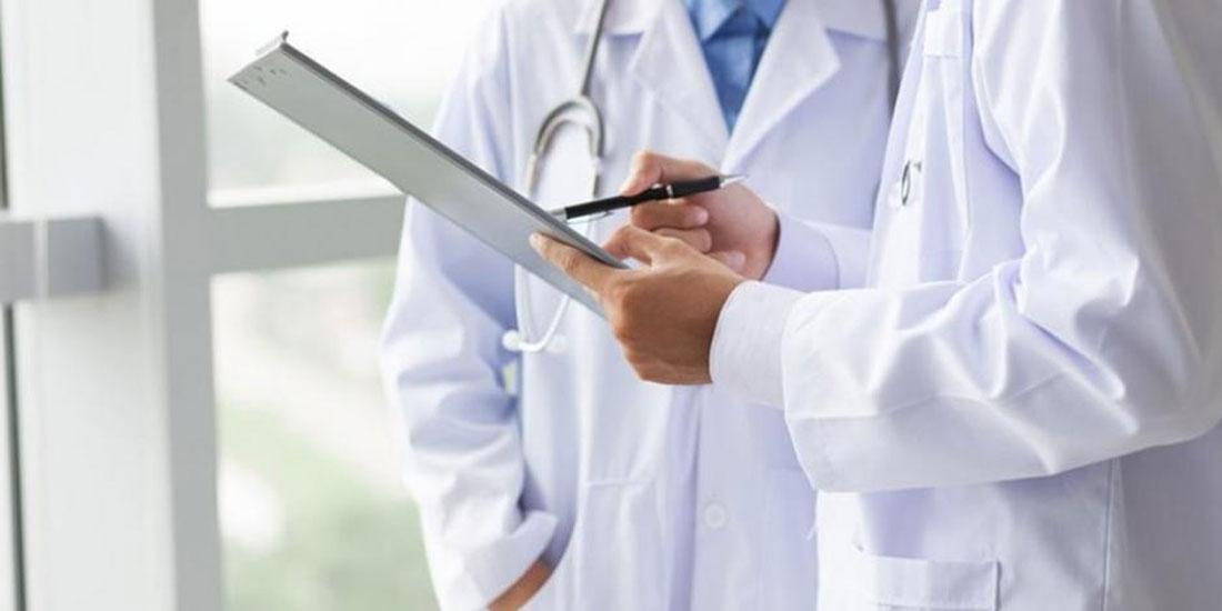 ΟΕΝΓΕ: Απαράδεκτη η ισόβια δέσμευση των ιατρών με τον «βαθμό» τους