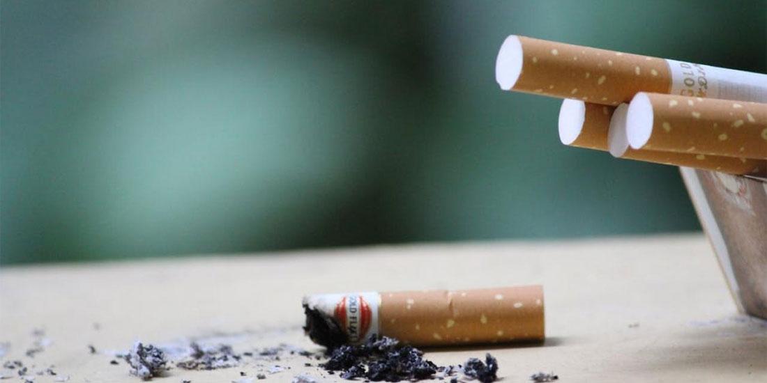 Περισσότεροι από 15.000 Έλληνες πεθαίνουν κάθε χρόνο από νοσήματα που σχετίζονται με το κάπνισμα