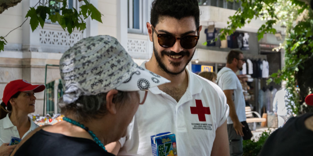 Δίπλα στους πολίτες τις ημέρες του καύσωνα ο Ελληνικός Ερυθρός Σταυρός