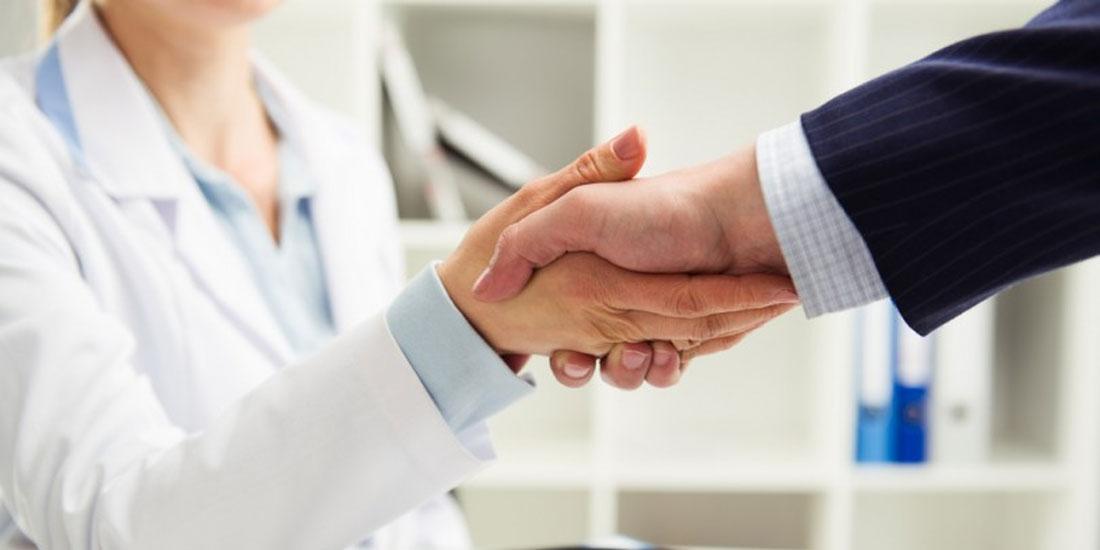 Να επανέλθουν οι συμβάσεις των ιδιωτών γιατρών ζητά η ΕΝΙ ΕΟΠΥΥ