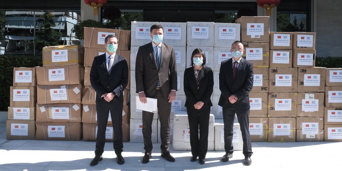 50.000 μάσκες παρέδωσε σήμερα ο πρέσβης της Κίνας στην Ελλάδα