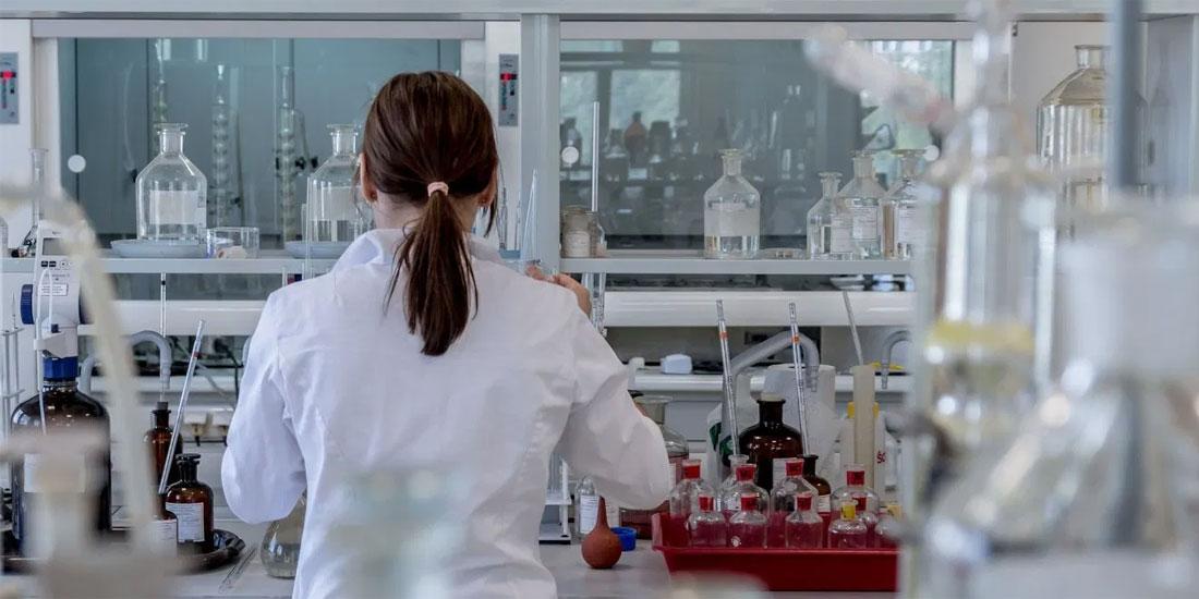 Στο Αττικό βρέθηκε για πρώτη φορά στον κόσμο ο μηχανισμός με τον οποίο ο ιός προκαλεί κατάρρευση του ανοσοποιητικού!