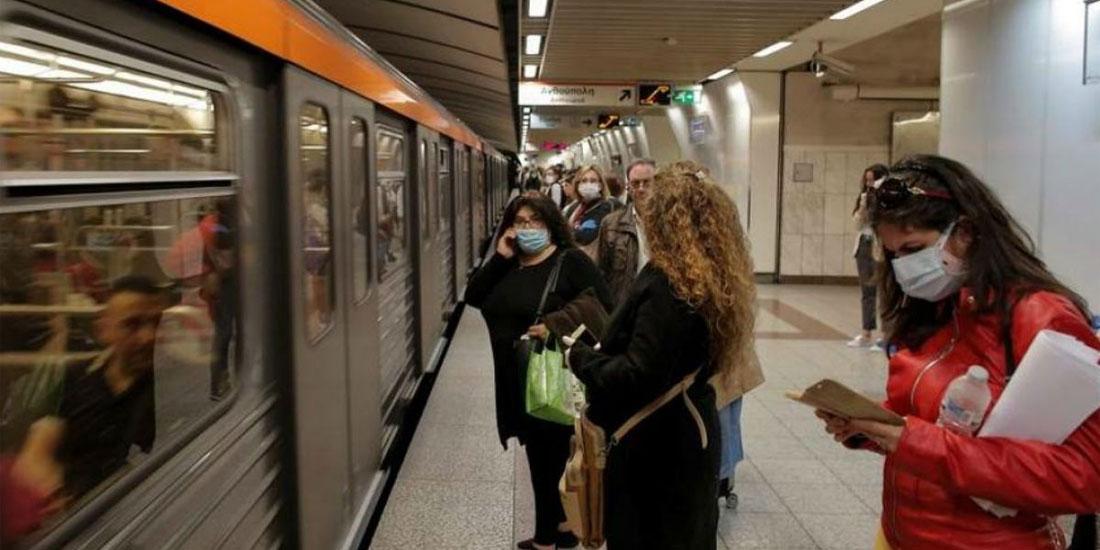 Τηρούν τα μέτρα προστασίας οι επιβάτες στις μετακινήσεις με τα ΜΜΜ