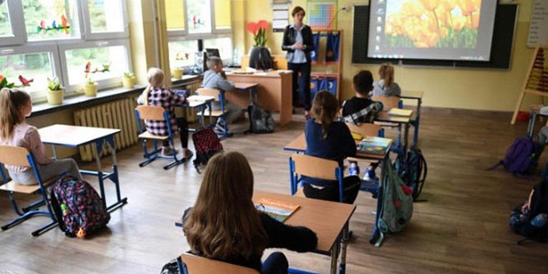 Πολωνία: Άνοιξαν τα σχολεία με περισσότερους από 1000 νεκρούς!