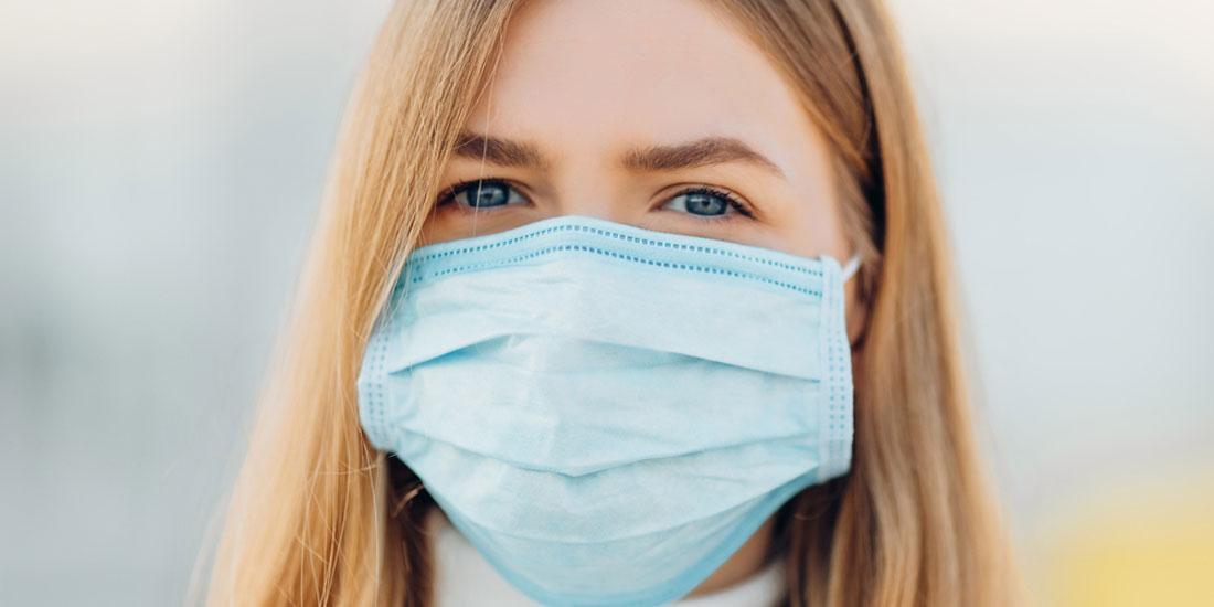 ΕΡΕΥΝΑ: Μέχρι 1μ. μπορεί να φθάσουν ορισμένα σταγονίδια ακόμη και με μάσκα