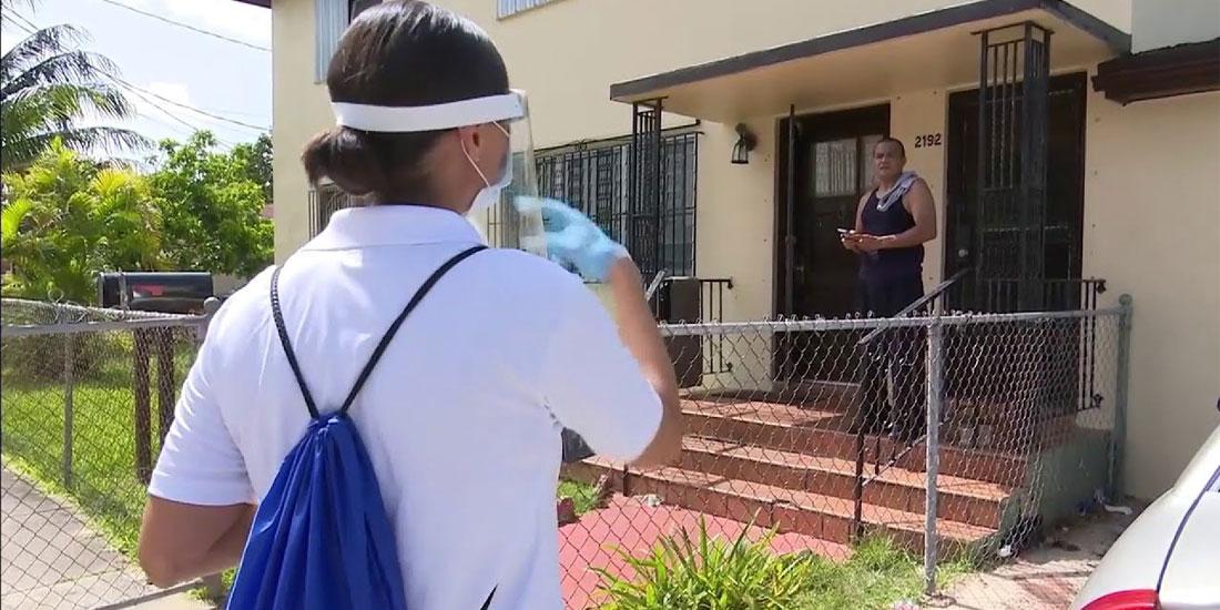 Από σπίτι σε σπίτι μοιράζουν μάσκες οι αρχές της κομητείας του Μαϊάμι στη Φλόριντα