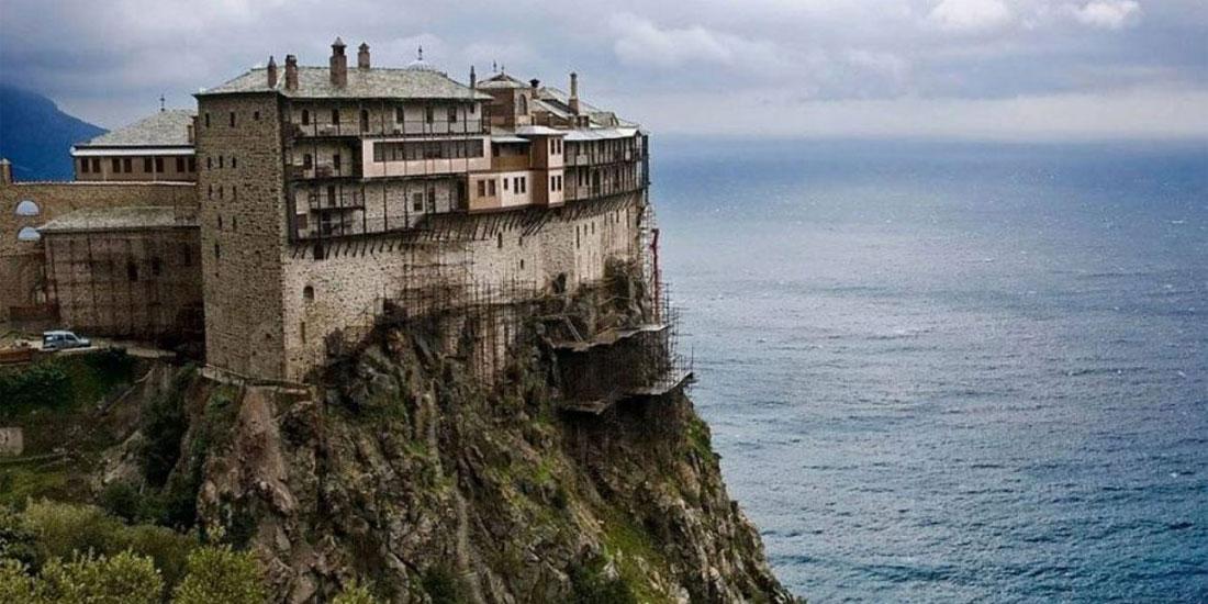 Συναγερμός στο Άγιο Όρος μετά την επιβεβαίωση 8 κρουσμάτων σε Μονή