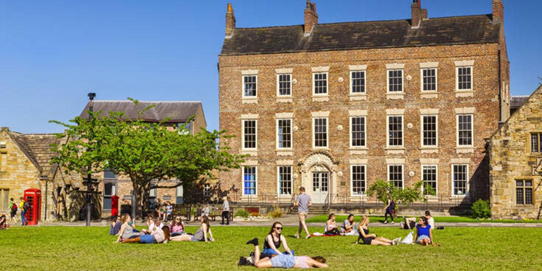 Βρετανία: Σχεδόν 1.000 φοιτητές και μέλη του προσωπικού του Durham University διαγνώστηκαν θετικοί στον κορωνοϊό