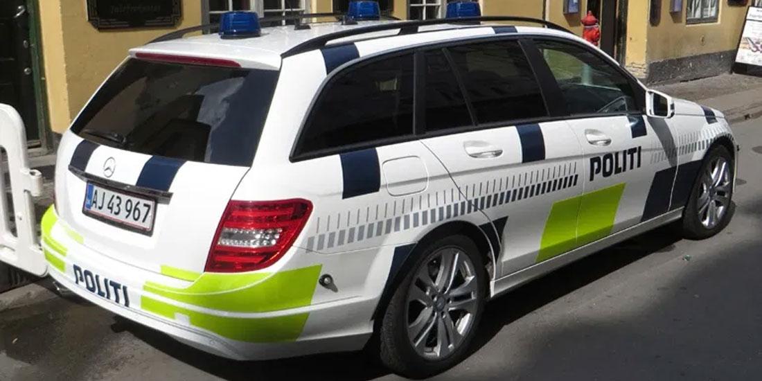 Νεαρός Δανός συνελήφθη γιατί έβηξε...πάνω σε αστυνομικούς