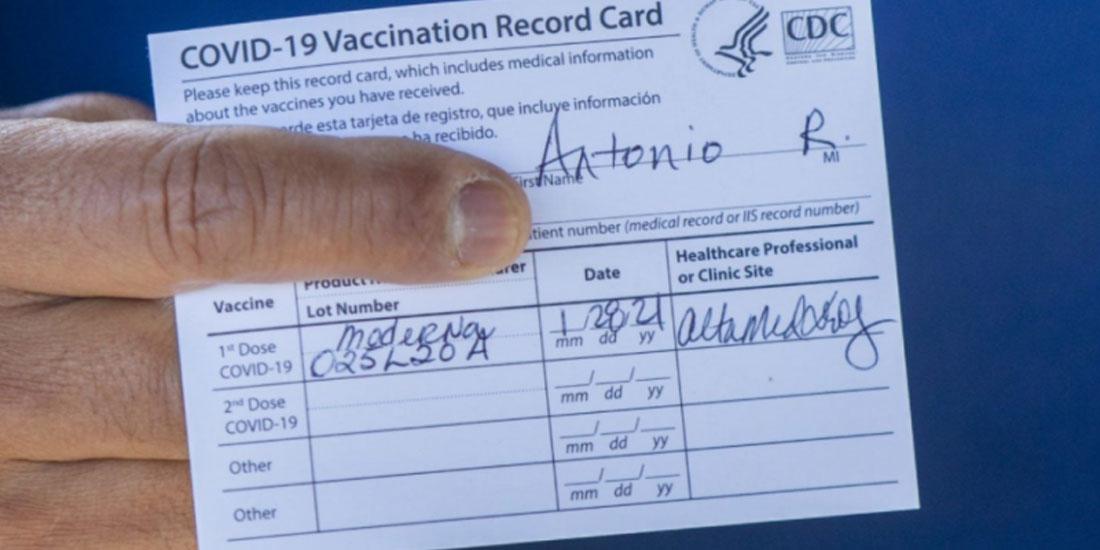 Πολιτικές διαμάχες και επιφυλάξεις πίσω από το Πιστοποιητικό Εμβολιασμού στις ΗΠΑ