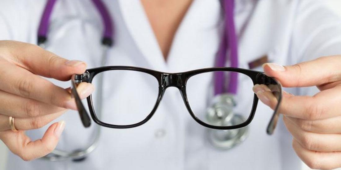 Επιστήμη - Βιολογία και Υγεία: Όσοι φοράνε γυαλιά, έχουν γενετική προδιάθεση να είναι πιο έξυπνοι, σύμφωνα με μια νέα μελέτη (με ελληνική συμμετοχή)
