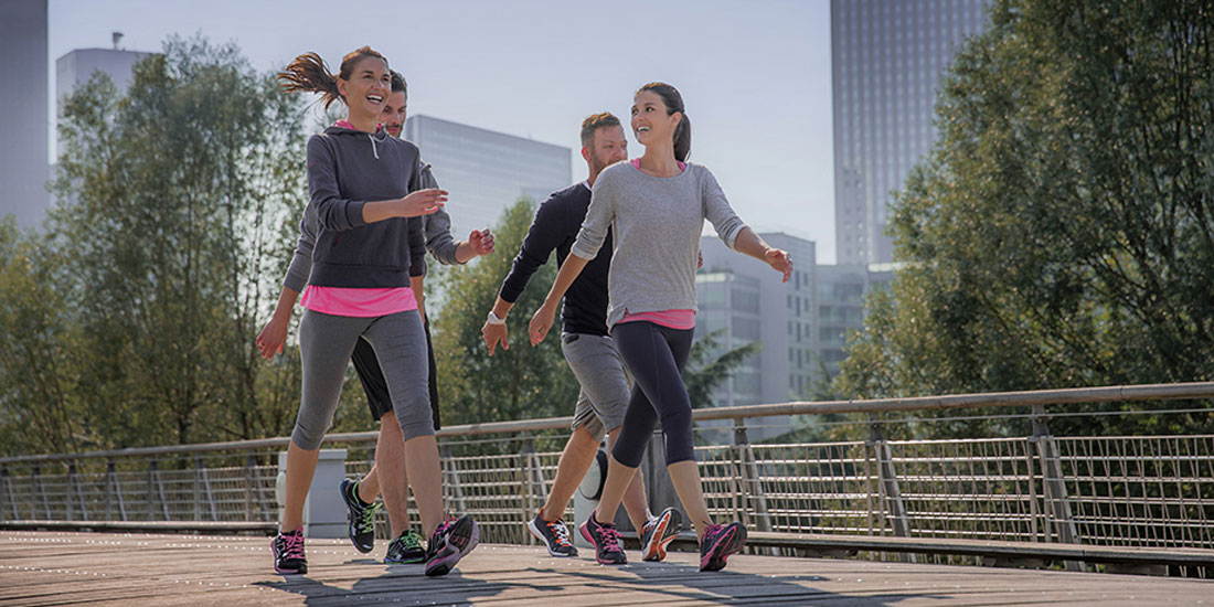 Το ταχύτερο περπάτημα χαρίζει περισσότερα χρόνια ζωής, σύμφωνα με νέα έρευνα με επικεφαλής Έλληνα επιστήμονα