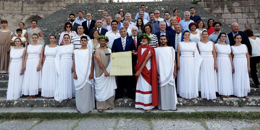 Αναπαράσταση του Όρκου του Ιπποκράτη με συμμετοχή 34 γιατρών από όλο τον κόσμο