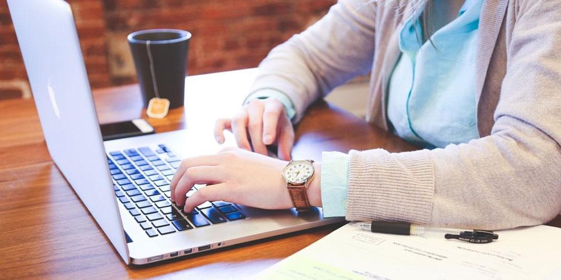 Η πολλή δουλειά, πάνω από 45 ώρες την εβδομάδα, αυξάνει τον κίνδυνο διαβήτη στις γυναίκες, αλλά όχι στους άνδρες