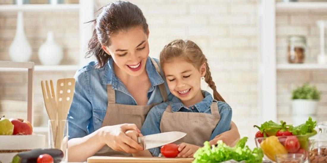 Όσο πιο υγιεινά ζουν οι μητέρες, τόσο πιθανότερο είναι τα παιδιά τους να μη γίνουν παχύσαρκα