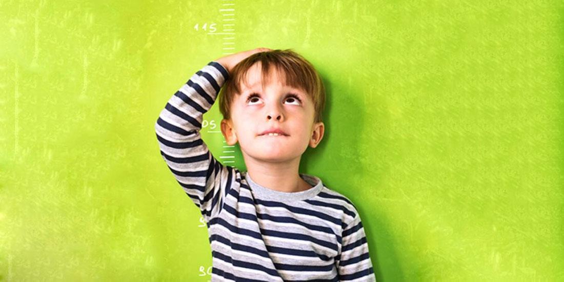 Η αγωνία των γονιών για το πόσο θα ψηλώσει το παιδί τους και η απάντηση των επιστημόνων: «Η αυξητική ορμόνη δεν είναι πανάκεια»