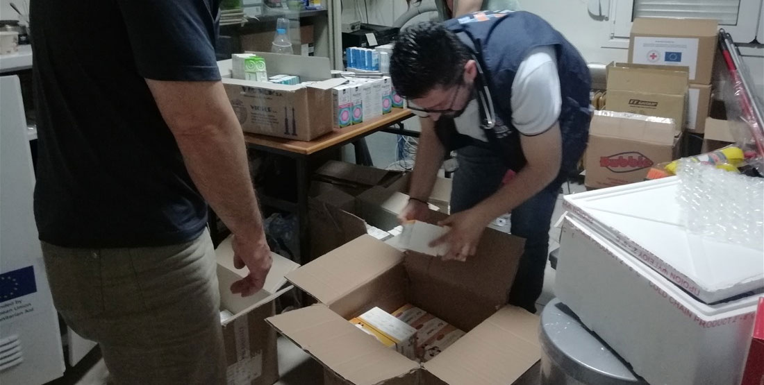 Τα πρώτα δέματα αλληλεγγύης των ελλήνων φαρμακοποιών έφτασαν στη Ραφήνα ενώ μήνυμα συμπαράστασης έστειλαν Κύπριοι και Τούρκοι φαρμακοποιοί