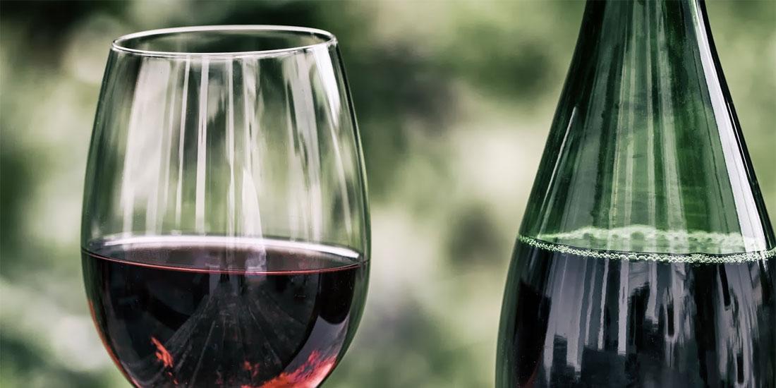 Όσοι δεν πίνουν καθόλου αλκοόλ στη μέση ηλικία, ιδίως κρασί, είναι πιθανότερο να εμφανίσουν άνοια στην τρίτη, σύμφωνα με νέα μελέτη