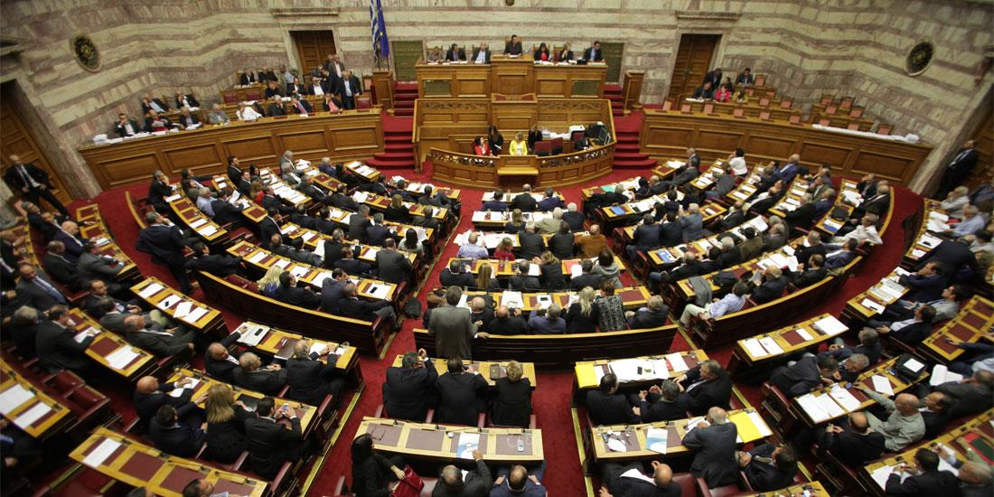 Βουλή: Διαξιφισμοί μεταξύ κυβέρνησης και Νέας Δημοκρατίας για το μεταναστευτικό