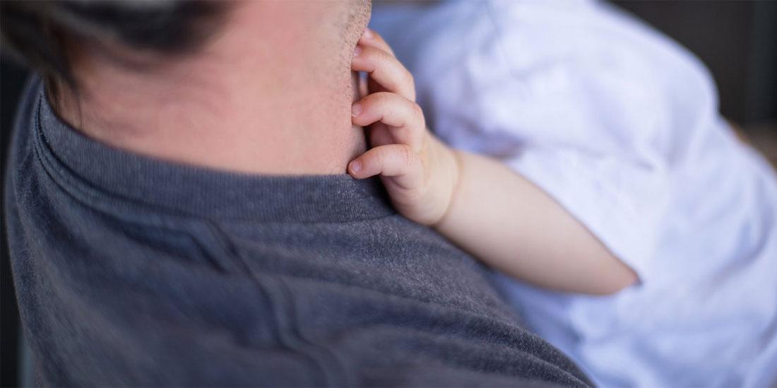 Μεγαλύτεροι οι κίνδυνοι για το μωρό, αν ο πατέρας είναι μεγάλος σε ηλικία, δείχνει μεγάλη έρευνα