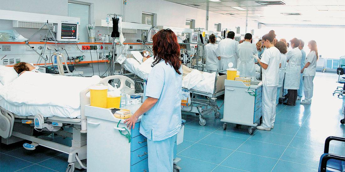 Την κατάρρευση των νοσοκομείων καταγγέλλουν τα κόμματα της αντιπολίτευσης