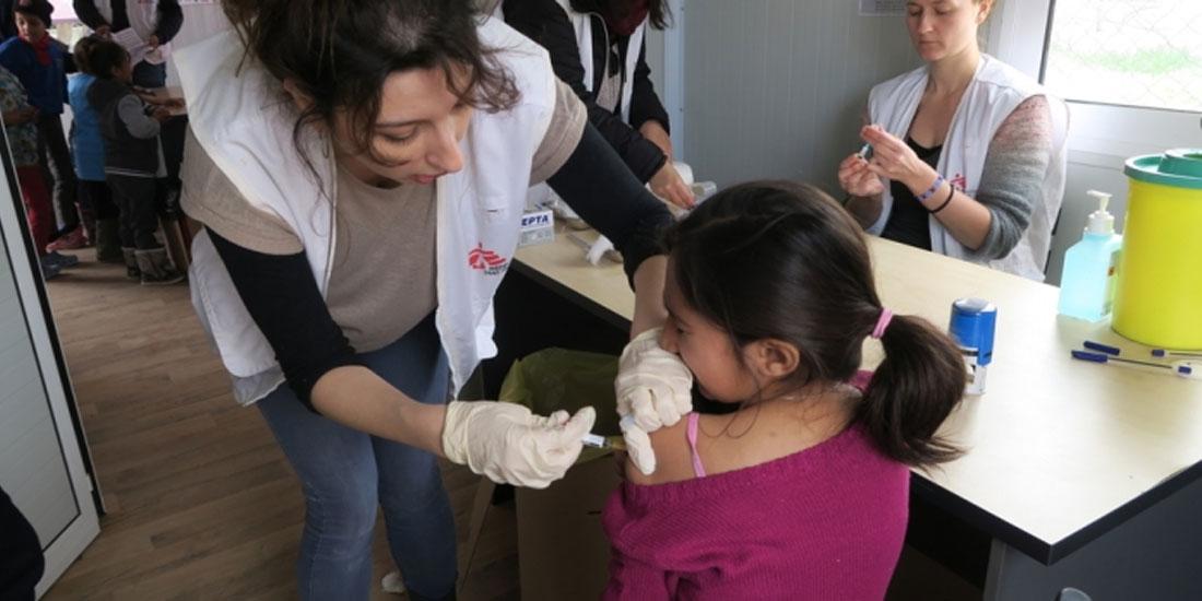 Εκστρατεία εμβολιασμού χιλιάδων παιδιών στη Λέσβο και τη Σάμο από τους Γιατρούς Χωρίς Σύνορα