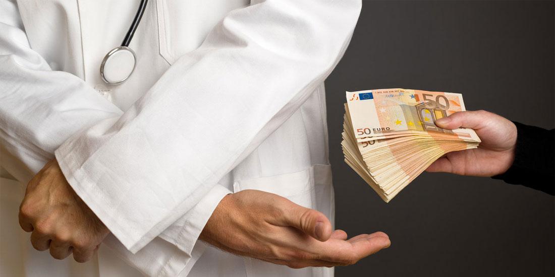Σε ειδική ανακρίτρια διαφθοράς θα απολογηθεί σήμερα ο γυναικολόγος-ογκολόγος που κατηγορείται για «φακελάκι»
